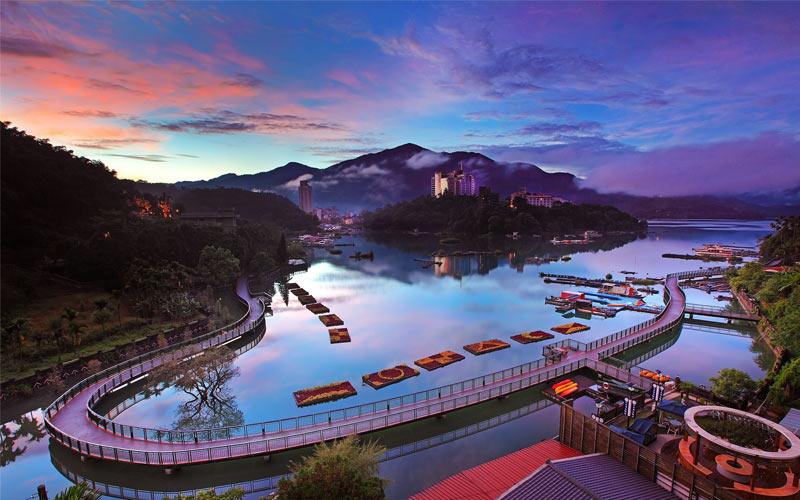 Hồ Nhật Nguyệt là một trong 7 thắng cảnh quốc gia nổi tiếng nhất khi du lịch miền Trung Đài Loan