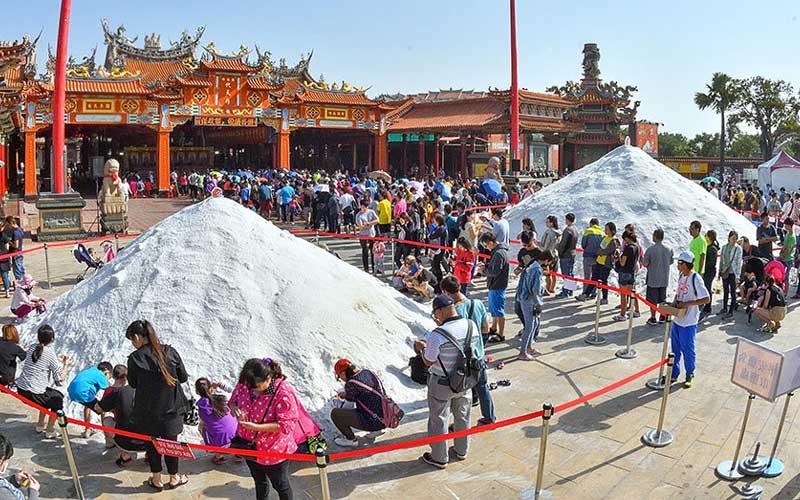 Cầu bình an tại lễ hội muối Kungshen khi du lịch Đài Loan tháng 12