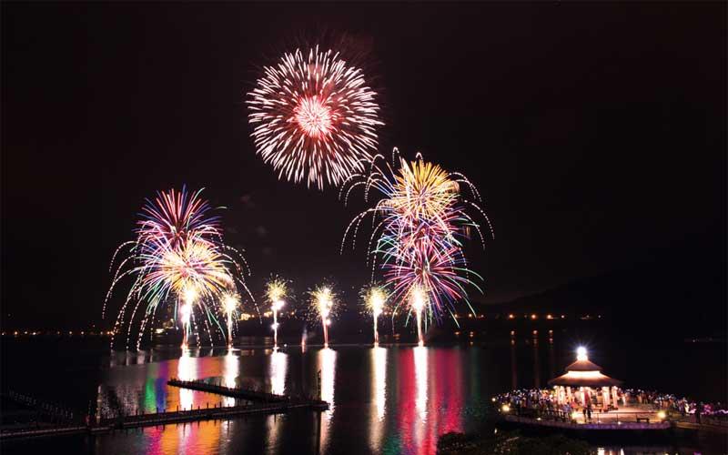 Du lịch Đài Loan đón xem pháo hoa hồ Nhật Nguyệt