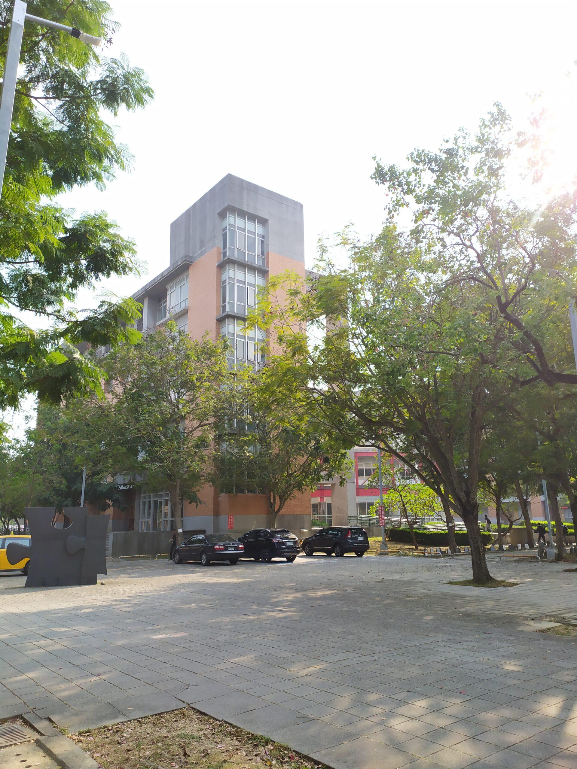 Khuôn viên trường Đại học Quốc gia Khoa học và Kỹ thuật Cao Hùng NKUST